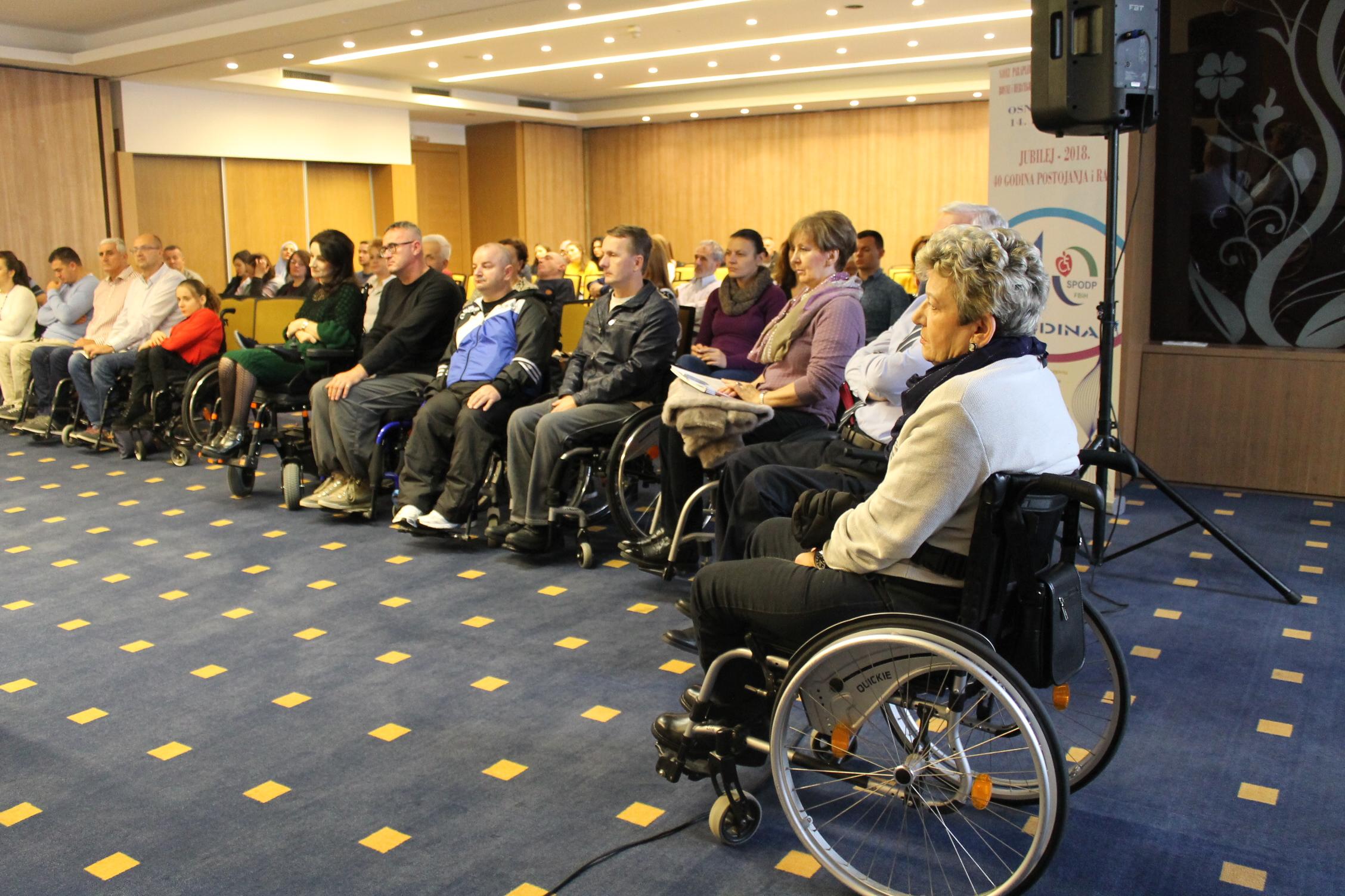 Izlazi 4 osobe s invaliditetom